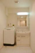 清潔感のあるホワイト系で美しい洗面所に!